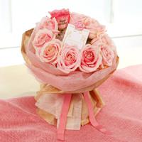 花びらにサプライズメッセージ入り!豪華で可愛いピンクのバラの花束