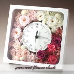 バラの花束をそのまま飾ったような華やかな時計! バラの花時計